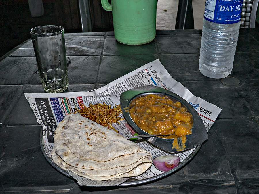 Roadside fare, between Islampur and Raiganj