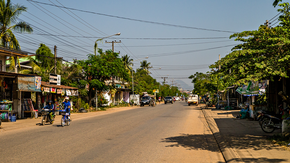 Thakhek Laos  city photos : Quiet main street in Thakhek, Laos