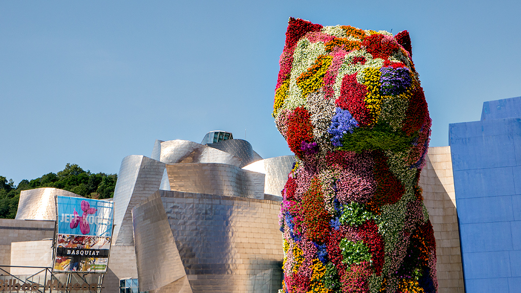 A kitsch flowered puppy stands guard outside the Guggenheim.